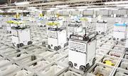Hàng nghìn robot phối hợp đóng gói đơn hàng