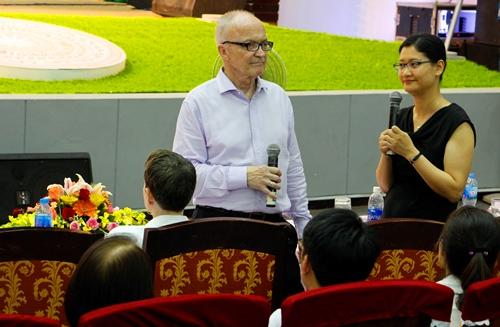 GS Kydland chia sẻ con đường trở thành nhà Nobel của mình. Ảnh: Võ Thạnh