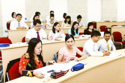 Học viên là các cán bộ công chức muốn nâng cao kiến thức và kỹ năng quản lý.