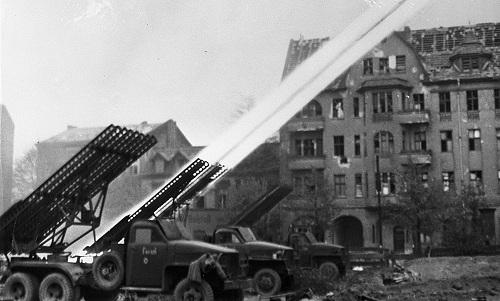 Katyusha trong một lần khai hỏa hồi Thế chiến II. Ảnh: RBTH.