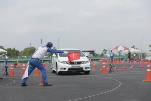 Tại hội thi thí sinh sử dụng xe máy MSX 125, CB400, CB750 và ôtô.