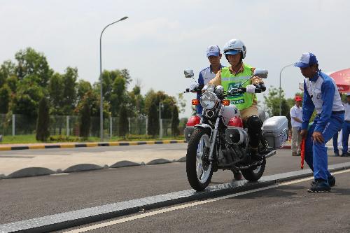 Với cảnh sát giao thông, bên cạnh phần thi môtô phân khối lớn cònmở rộng thêm nội dung thi ôtô.