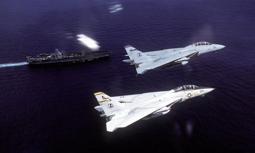 Tiêm kích F-14 thuộc không đoàn trên tàu sân bay Eisenhower. Ảnh: US Navy.