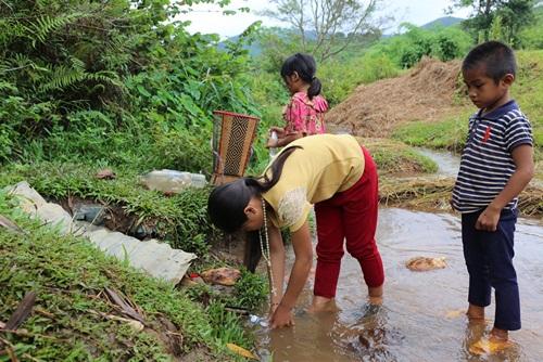 Khủng hoảng nước sạch gây khó khăn trong cuộc sống.