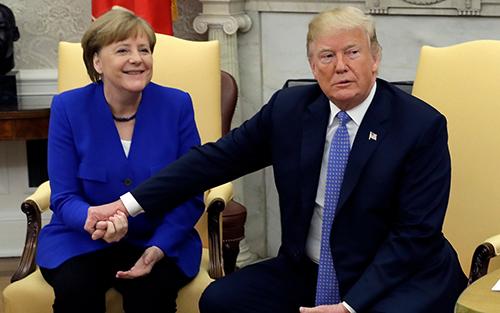 Tổng thống Trump cho Thủ tướng Merkel xem phòng ngủ