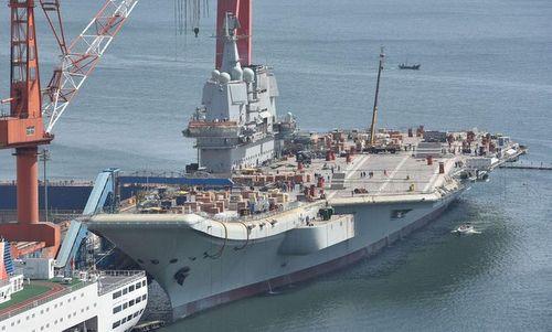 Tàu sân bay Type-001A rời cảng Đại Liên. Ảnh: Weibo.