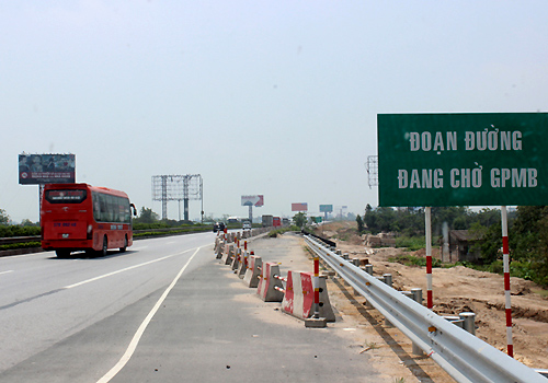 Dự án cao tốc Pháp Vân - Cầu Giẽ mỏ rộng còn 2km chưa giải phóng mặt bằng. Ảnh: Báo Giao thông.
