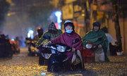 Trận mưa lớn nhất từ đầu năm vượt quá khả năng thoát nước của Hà Nội