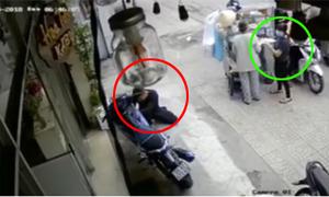 Trộm bẻ khóa xe máy trước mặt nhưng cô gái không nhận ra