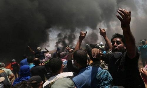 Người Palestine biểu tình tại biên giới dải Gaza với Israel ngày 14/5.Ảnh: Reuters.