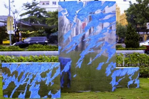 Công viên APEC ven sông Hàn đang là nơi đặt 21 bức tượng nghệ thuật của 21 nền kinh tế thành viên APEC. Ảnh: Nguyễn Đông.