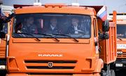 Putin đích thân lái xe tải khánh thành cầu dài nhất châu Âu