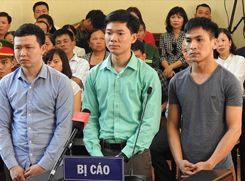 Bị cáo Lương, Sơn, Quốc có mặt tại toà. Ảnh:Phạm Dự.