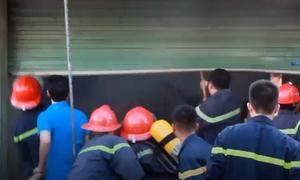 Cảnh sát phá cửa chữa cháy 3 kiốt ở Nghệ An