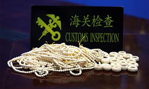 Số trang sức từ ngà voi bị hải quan Trung Quốc tịch thu. Ảnh: Legal Daily