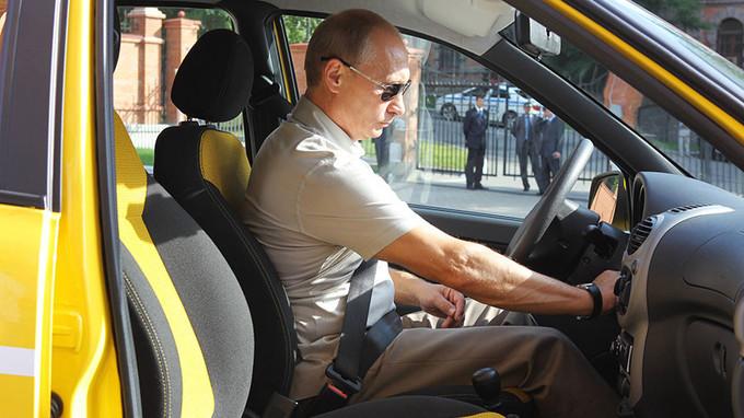 Những lần Putin trổ tài điều khiển phương tiện