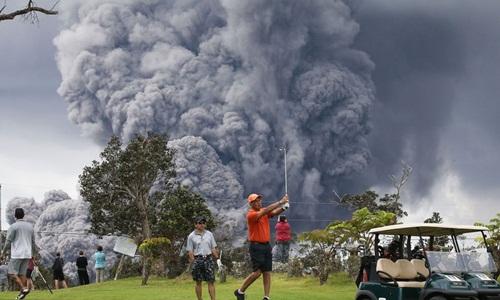Núi lửa Kilauea ở Hawaii phun cột tro bụi cao 3.600 m. Ảnh: Sky News.