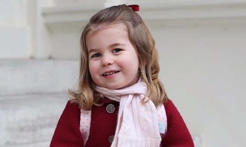 Công chúa Charlotte, con gái ba tuổi của Hoàng tử William, anh trai Hoàng tử Harry.