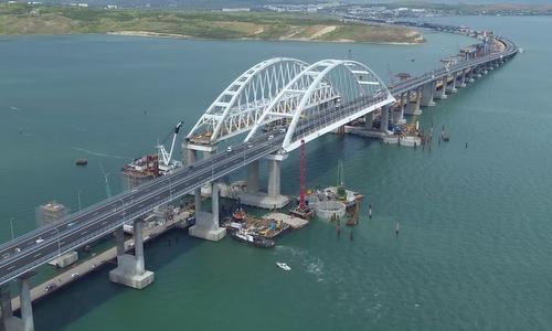 Cầu vượt eo biển Kerch trong quá trình xây dựng. Ảnh: Sputnik.