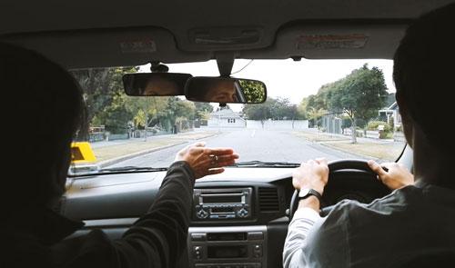 Tình huống hy hữu xảy ra ở New Zealand, nơi xe cộ đi bên trái. Ảnh minh họa.