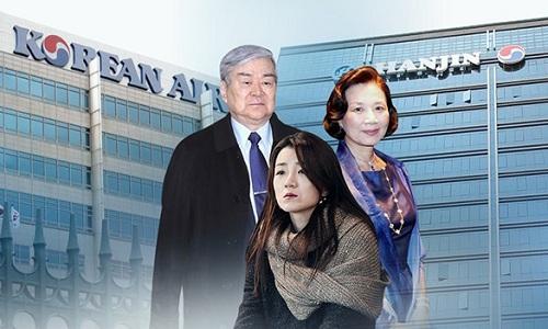 Chủ tịch tập đoàn Hanjin Cho Yang-ho (trái) cùng vợ và con gái út. Đồ họa: Korea Times.