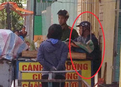 Nam thanh niên bị cảnh sát khống chế tại quán cơm. Ảnh: Sơn Thạch
