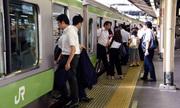 Công ty đường sắt Nhật xin lỗi vì tàu chạy sớm 25 giây