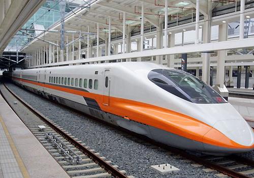 Tàu cao tốc ở Đài Loan chạy tốc độ 300km/h. Ảnh: Xuân Hoa.