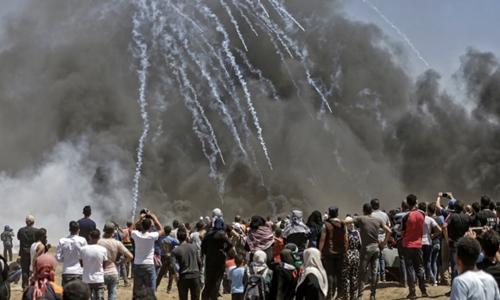 Israel dùng hơi cay với người biểu tình Palestine ở dải Gaza hôm 14/5. Ảnh: AFP.