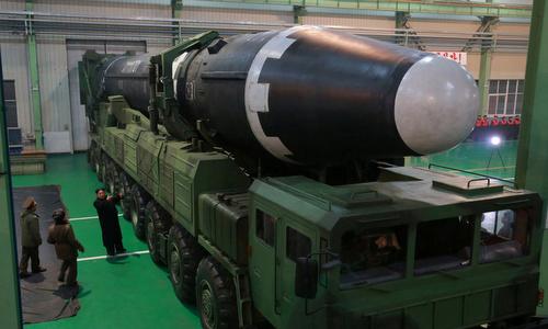 Tên lửa đạn đạo xuyên lục địa Hwasong-15 của Triều Tiên. Ảnh: KCNA.