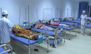 Hơn 70 sinh viên ngộ độc sau buổi liên hoan