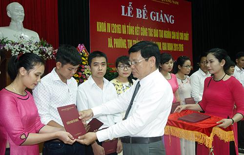 Học viên Đề án 500 trong một lần nhận chứng nhận tốt nghiệp sau khóa học. Ảnh:Hòa Vang.