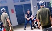 Thanh niên ngáo Äá cầm mã tấu hÄm dá»a cảnh sát