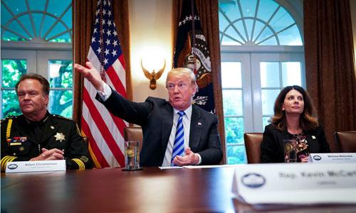 Tổng thống Trump gọi những người nhập cư là động vật trong hội nghị bàn tròn tại Nhà Trắng hôm 16/5. Ảnh:New York Times.