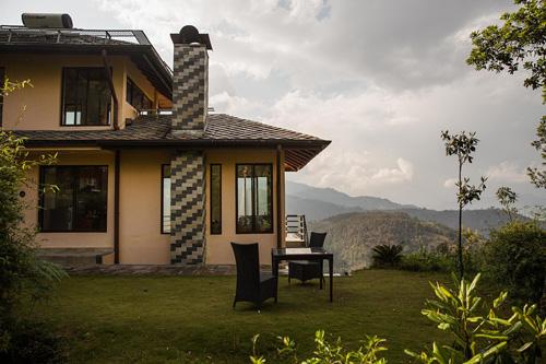 Căn nhàtrên đồi gần một ngôi làng ở Nepal thuộc sở hữu củaPeter Dalglish được cho là nơi xảy ra các vụ xâm hại tình dục trẻ em trai. Ảnh: New York Times.