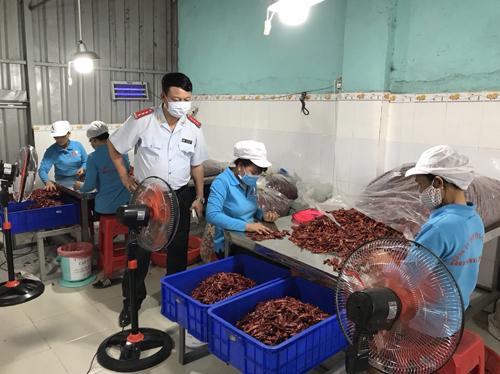 Bộ Nông nghiệp đã tổ chức thanh kiểm tra tại nhiều cơ sở sản xuất ớt khô, ớt bột tại nhiều tỉnh thành. Ảnh: Bộ NN.