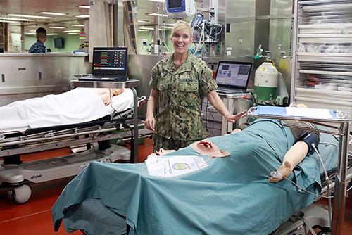 Bên trong tàu bệnh viện có nhiều thiết bị y tế hiện đại. Ảnh: Xuân Ngọc.