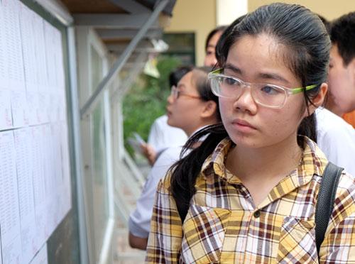 Thí sinh dự thi vào lớp 10 THPT của Hà Nội năm học 2017-2018. Ảnh: Quỳnh Trang.