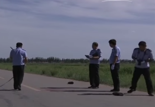 Cảnh sát khám nghiệm hiện trường.
