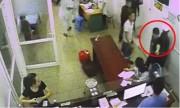 Côn Äá» lao vào bá»nh viá»n hành hung nhân viên y tế