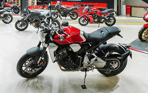 Các mẫu xetrưng bày tại cửa hàng Honda Moto (Quận 3, TP HCM).