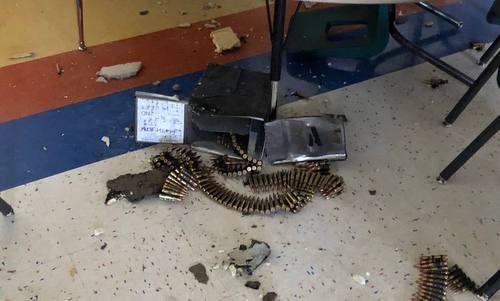 Thùng đạn bị rơi xuống trường tiểu học Parkland. Ảnh: Twitter.