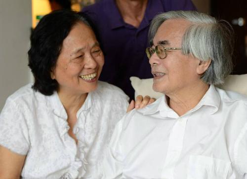 Giáo sư Phan Đình Diệu và vợ. Ảnh: Fb Hiệu Minh.