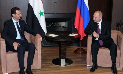 Tổng thống Syria Assad (trái) và Tổng thống Nga Putin trong cuộc họp ngày 17/5 tại thành phố Sochi. Ảnh: AFP.