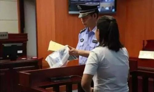 Xiaoyue tại phiên tòa ở thành phố Ôn Châu, tỉnh Chiết Giang hôm 16/5. Ảnh: SCMP.