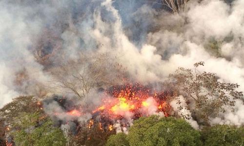 Núi lửa Kilauea phun trào đợt mạnh nhất hôm 17/5 kể từ khi hoạt động. Ảnh: AFP.