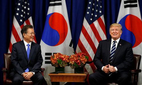 Tổng thống Hàn Quốc Moon Jae-in và Tổng thống Mỹ Donald Trump tại New York năm 2017. Ảnh:Reuters.