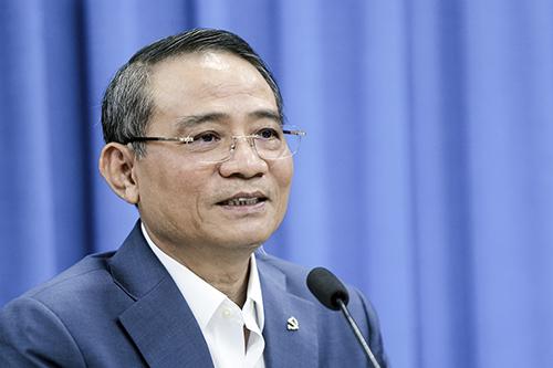 Bí thư Thành ủy Đà Nẵng Trương Quang Nghĩa trao đổi với các cán bộ hưu trí. Ảnh: Nguyễn Đông.