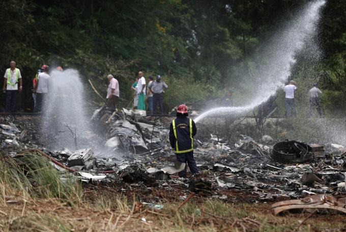 Hiện trường máy bay Cuba rơi