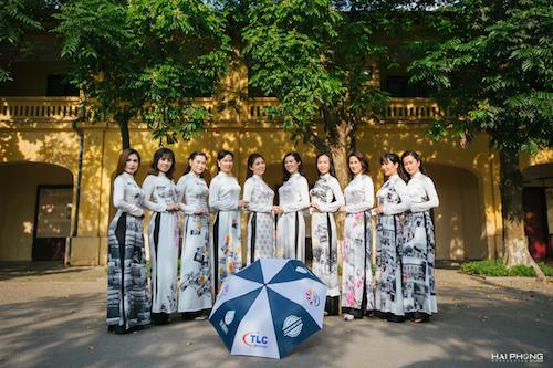 Ý tưởng thực hiện bộ áo dài này là của chị Nguyễn Bích Thủy - một doanh nhân thành đạt trong ngành công nghệ thông tin. Công ty chị 10 năm liên tiếp lọt Top VNR500 (Top 500 công ty tư nhân lớn nhất Việt Nam).